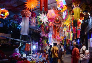 Mumbai Nov. 03: People buying designfull paper lamp for celebrating upcoming Diwali in Mumbai. (pic by Ravindra Zende)