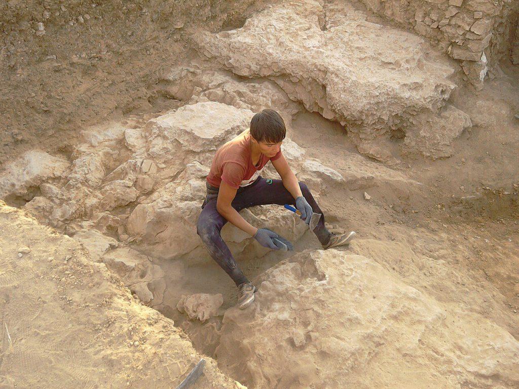 Зачистка по скале выбранного помещения